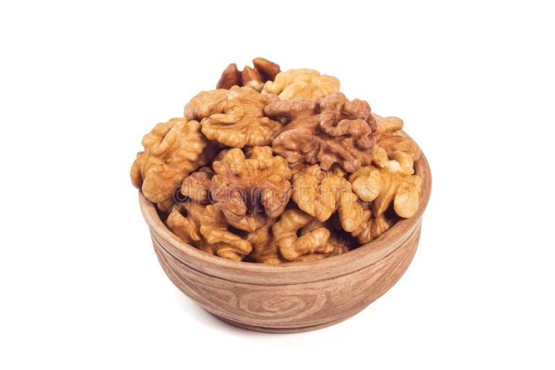 Noyaux de noix dans la tasse brune photo libre de droits
