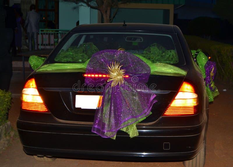 Nozze dell'automobile per un momento indimenticabile immagini stock