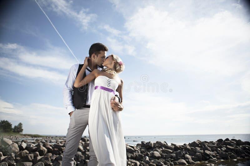 Nozze, giovane felice e celebrazione della donna fotografie stock