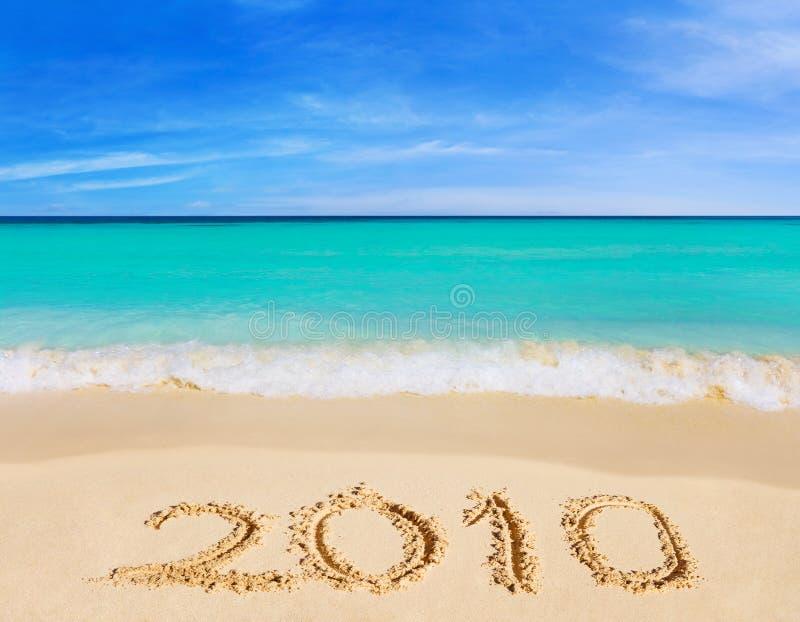 Nr. 2010 auf Strand lizenzfreie stockbilder