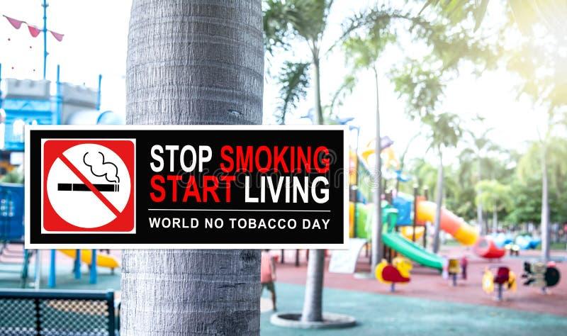 Nr die - bij openbaar park roken stock afbeelding