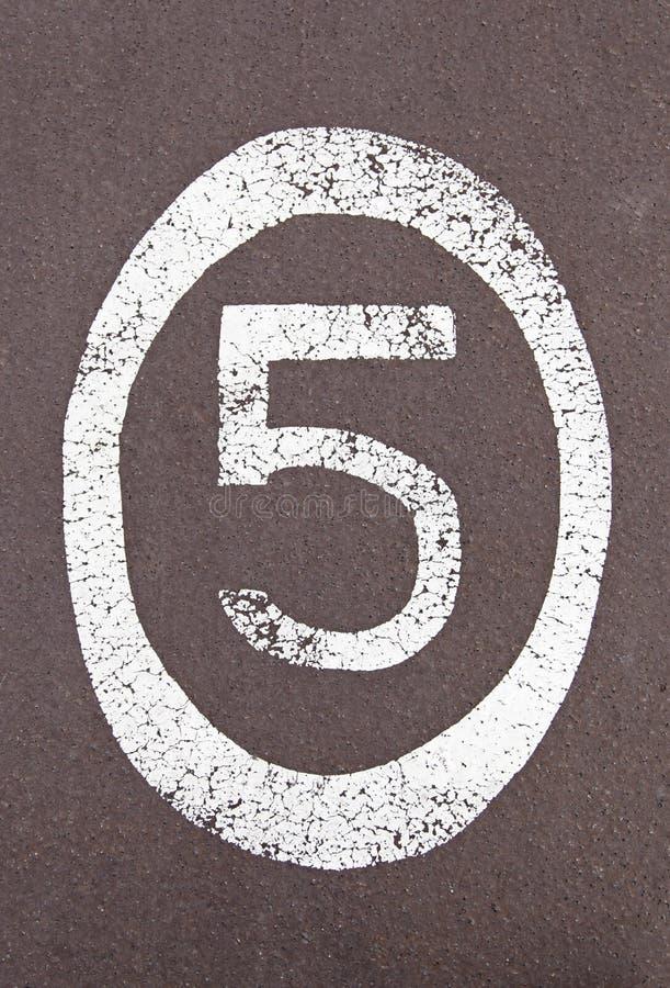 Nr. fünf gemalt aus den Grund lizenzfreie stockfotografie