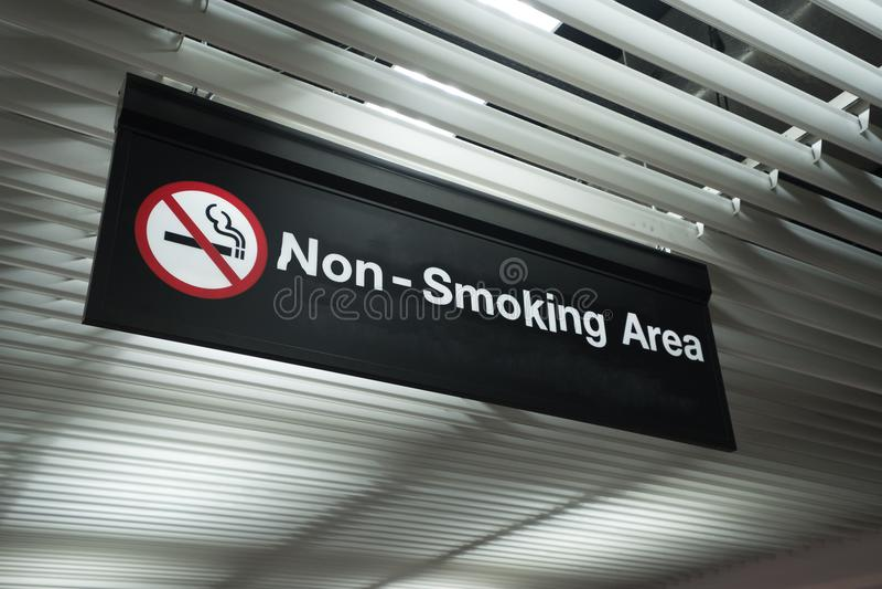 Nr - rokend Teken en rookt geen teken royalty-vrije stock afbeeldingen