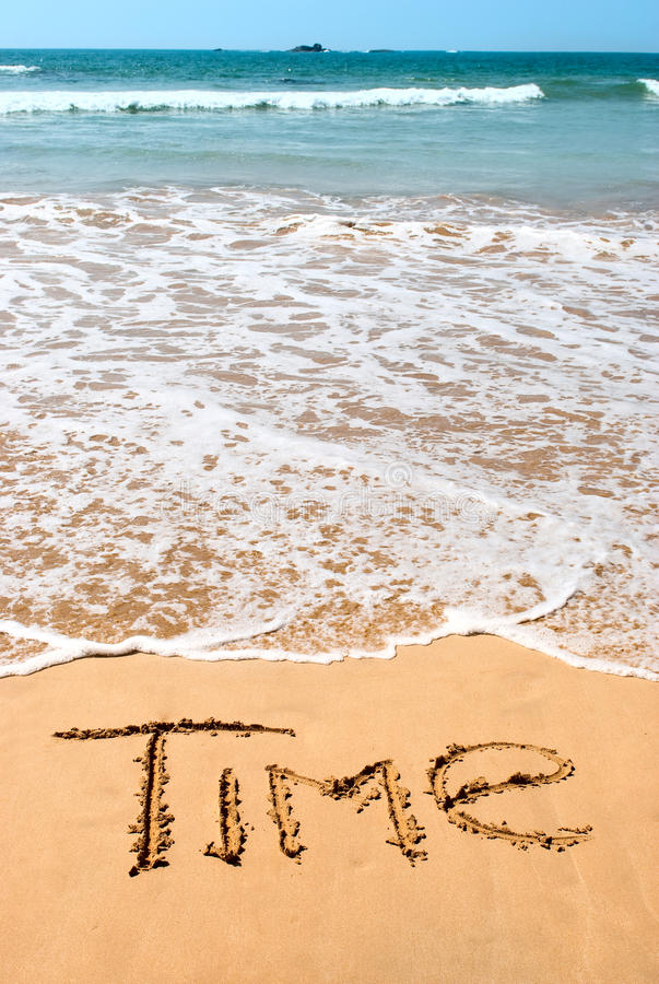Free Nscription Time On Wet Golden Beach Sand In Front Royalty Free Stock Photography - 22605057