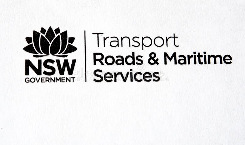 NSW-de wegen en het maritieme de dienstenembleem hebben op Witboek in zwart-witte kleur gedrukt stock fotografie
