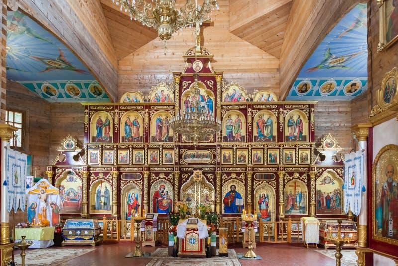 Nterior da igreja cristã ortodoxo no monastério de Manyavsky, Ucrânia fotografia de stock