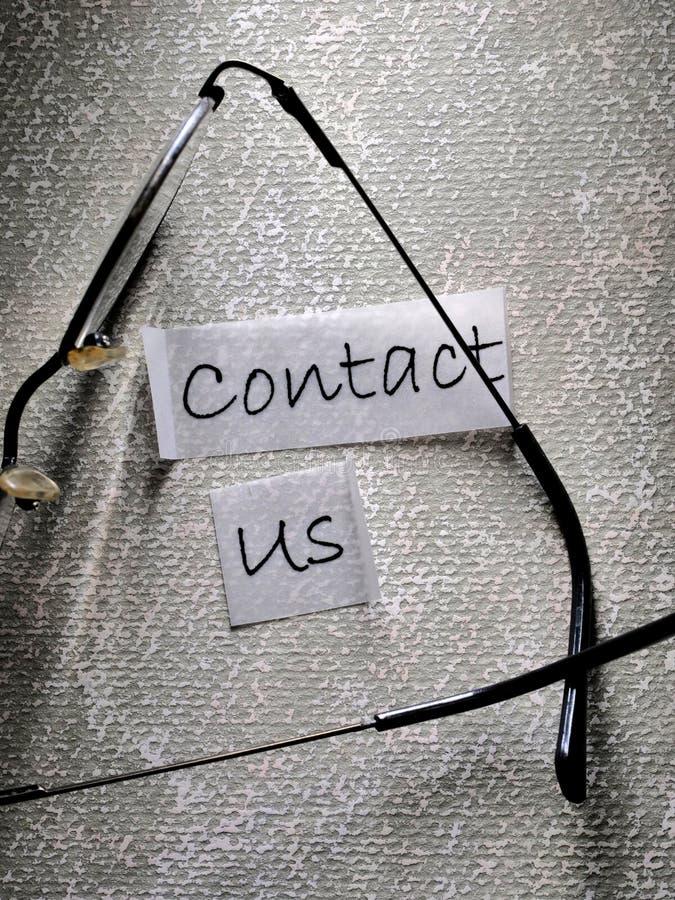 ?ntrenos en contacto con etiqueta fotografía de archivo libre de regalías