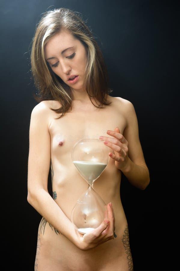 Download Nu com vidro da hora foto de stock. Imagem de menstruation - 16864422