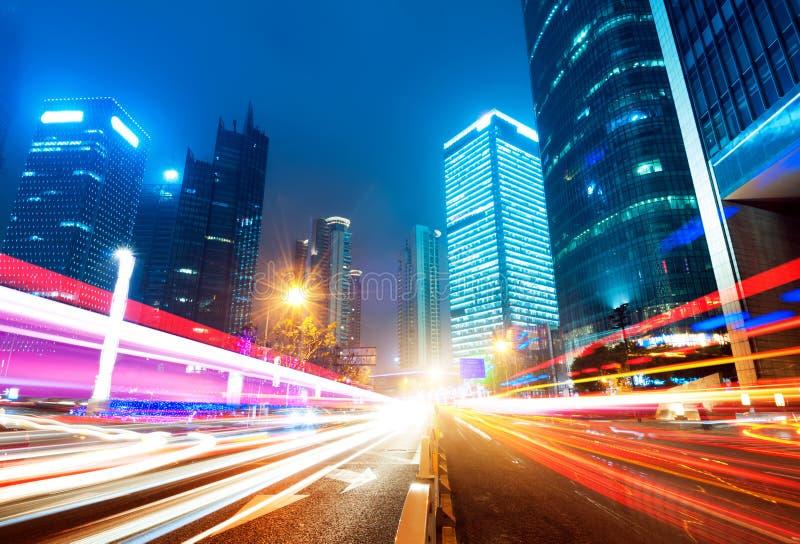 Download Nu de stad bij nacht stock afbeelding. Afbeelding bestaande uit shanghai - 29501725