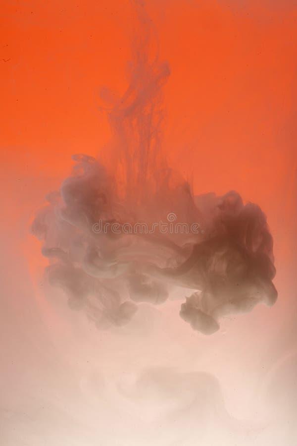 Nuage blanc sur l'orange   photo stock