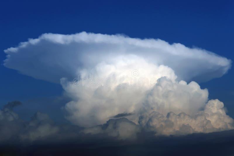 Nuage d'orage de cumulonimbus image stock