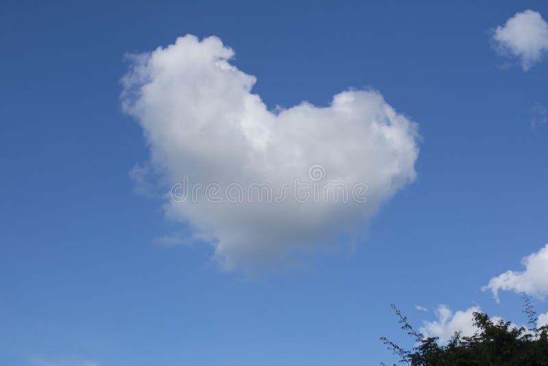 Nuage de coeur images libres de droits