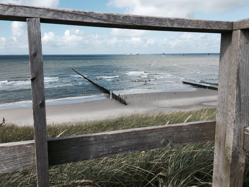 Nuage de mer du soleil de plage de Wangerooge image libre de droits