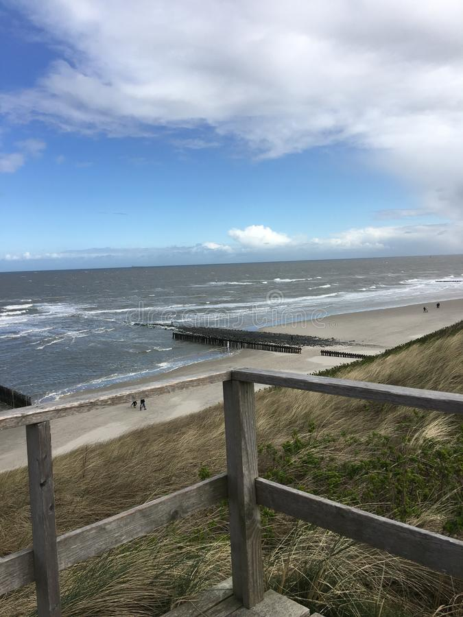 Nuage de mer du soleil de plage de Wangerooge images stock