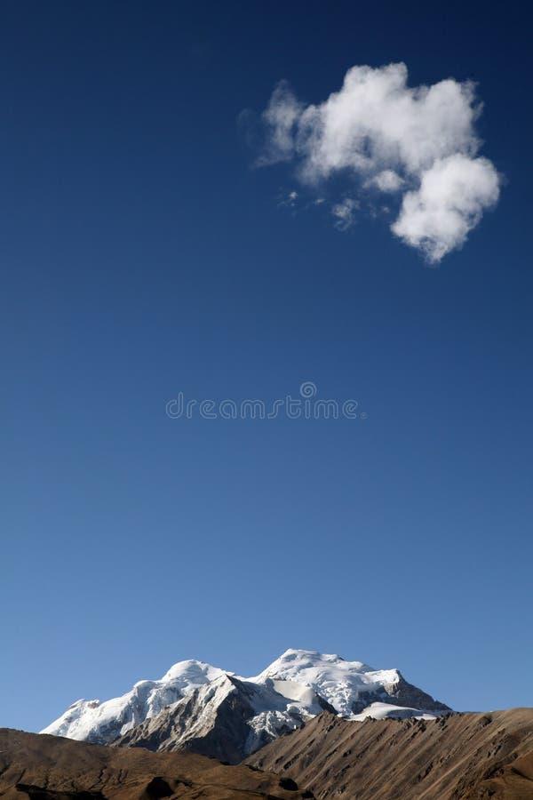 nuage de montagne de neige   photographie stock libre de droits