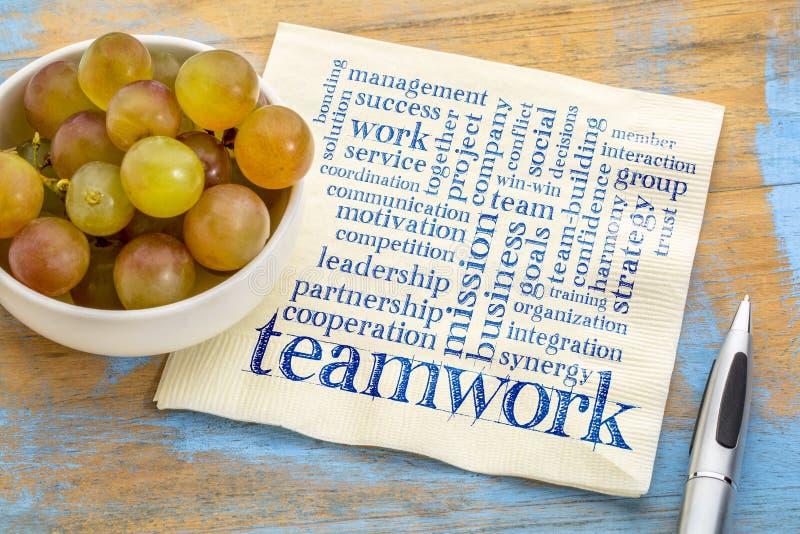 Nuage de mot de travail d'équipe sur la serviette images libres de droits
