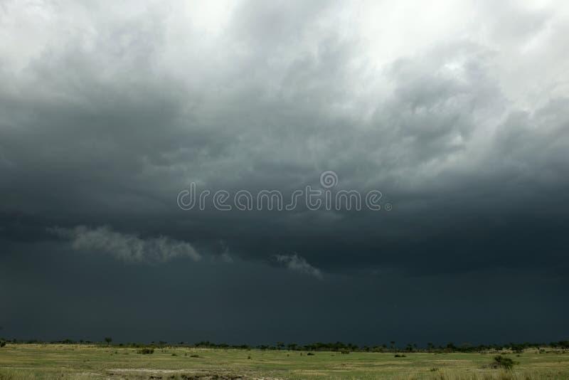 Nuage de pluie au-dessus d'horizontal de l'Afrique photos stock