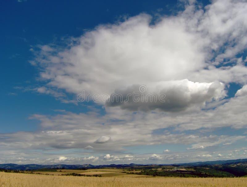 Nuage du ciel bleu image stock