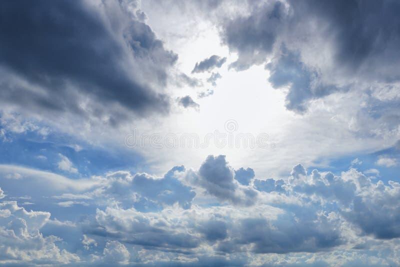 Nuage et ciel bleu image libre de droits
