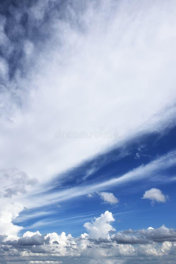 Nuage et ciel bleu photos libres de droits
