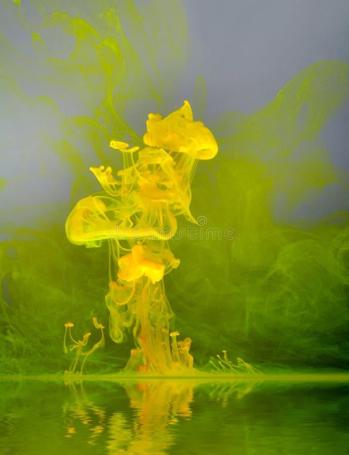 Nuage jaune de couleur photographie stock libre de droits