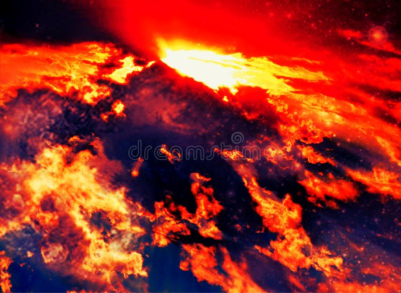 Nuages abstraits rouges de ciel de lave de volcan photographie stock