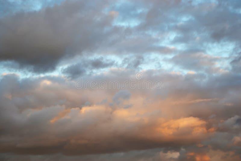 Nuages au coucher du soleil photo stock