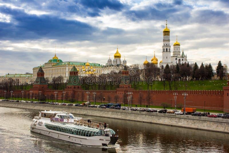 Nuages au-dessus de Kremlin images stock