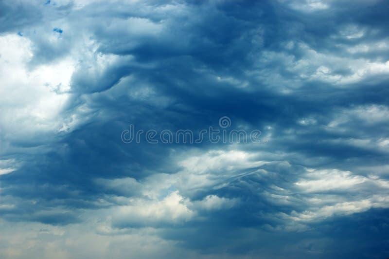 Nuages au-dessus de l'Athos image stock
