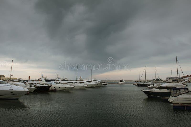 Nuages au-dessus de la Mer Noire image stock