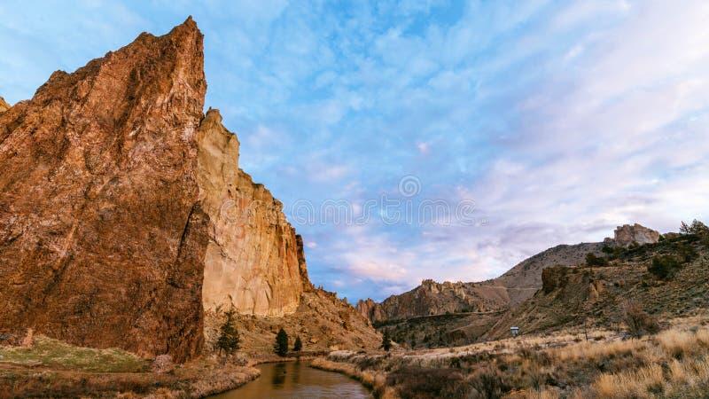 Nuages au-dessus de Smith Rock photo libre de droits