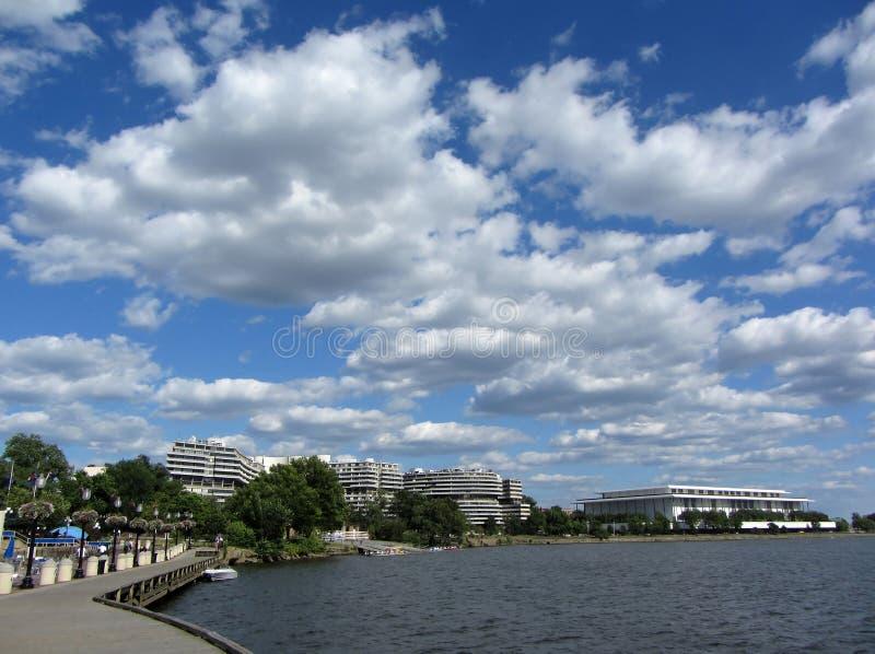 Nuages au-dessus du Potomac images libres de droits