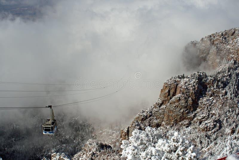 Nuages au-dessus du tramway de Sandias image stock