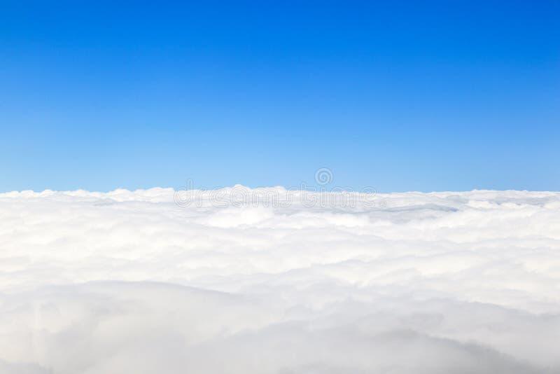 Nuages avec le ciel bleu photographie stock libre de droits