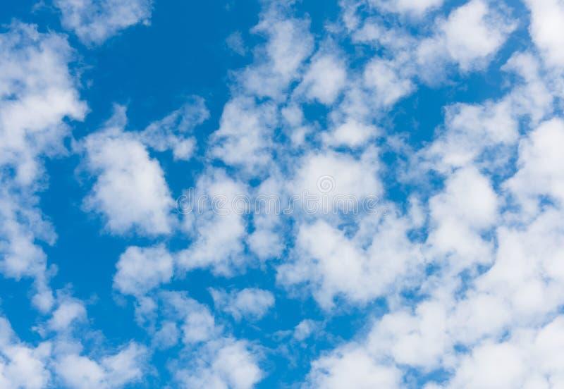Nuages blancs photo libre de droits