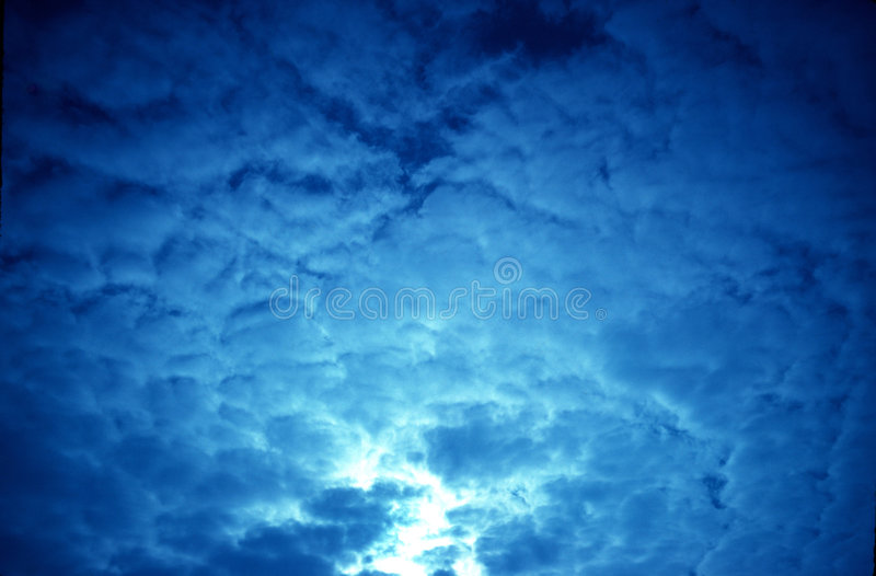 Nuages bleus photo stock