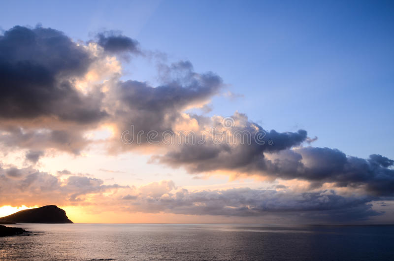Download Nuages Colorés Au Coucher Du Soleil Photo stock - Image du aube, crépuscule: 45369358