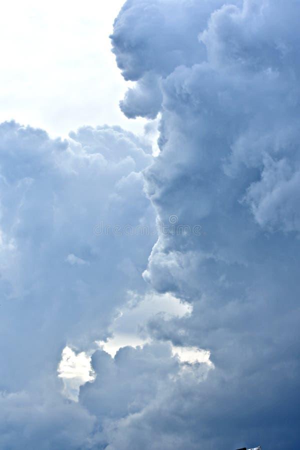 Nuages, cumulonimbus, tempête, temps d'automne photos libres de droits