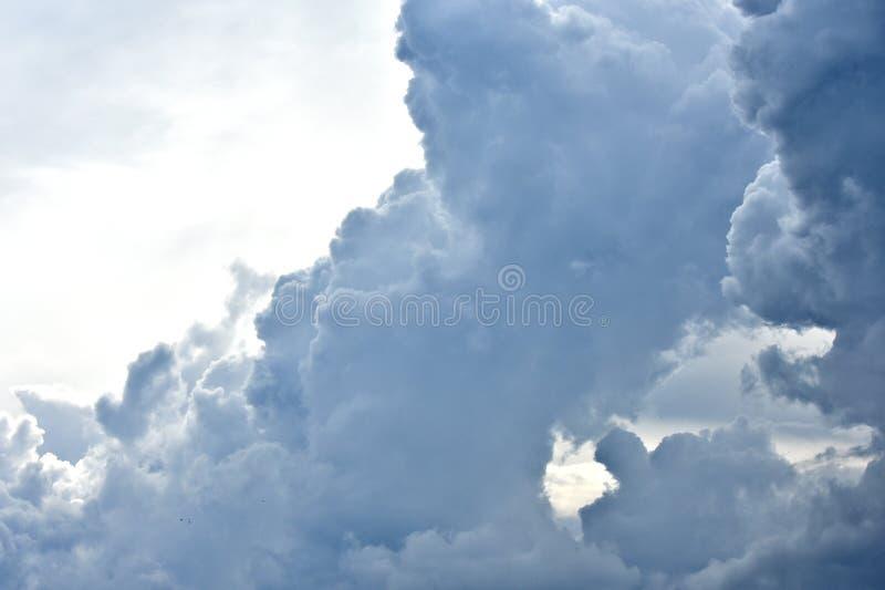 Nuages, cumulonimbus, tempête, temps d'automne photo stock