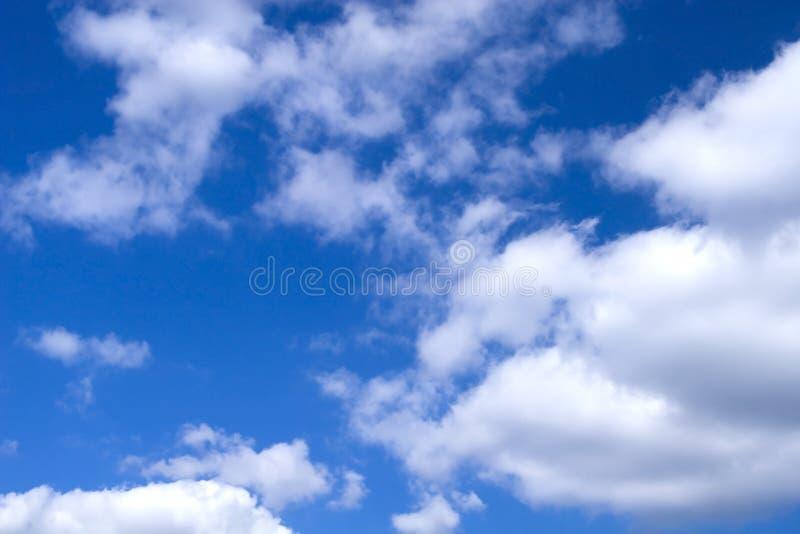 Nuages d'annonce de ciel photo stock