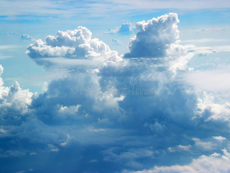 Nuages d'avion photographie stock