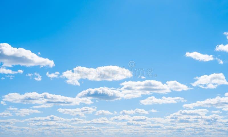 Nuages d'espace libre de l'atmosphère de ciel photos libres de droits