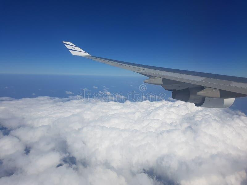 Nuages d'un avion israélien photographie stock
