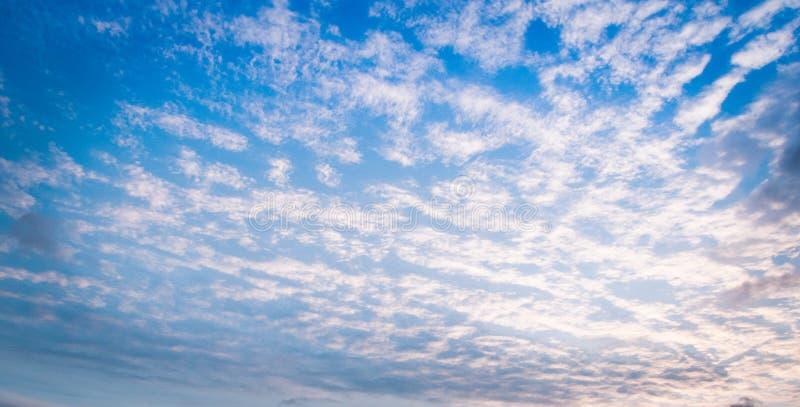 Nuages dans le ciel photo libre de droits