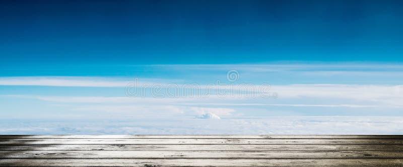 Nuages dans le panorama de l'atmosphère de ciel photographie stock
