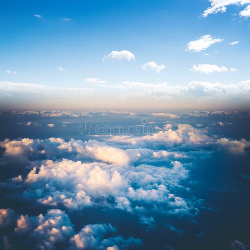 Nuages dans le panorama de l'atmosphère de ciel photos libres de droits