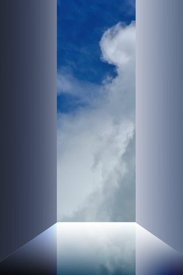 Nuages de ciel de porte ouverte photographie stock libre de droits