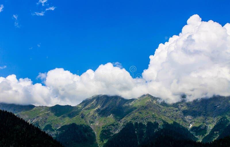 Nuages de montagne photos libres de droits