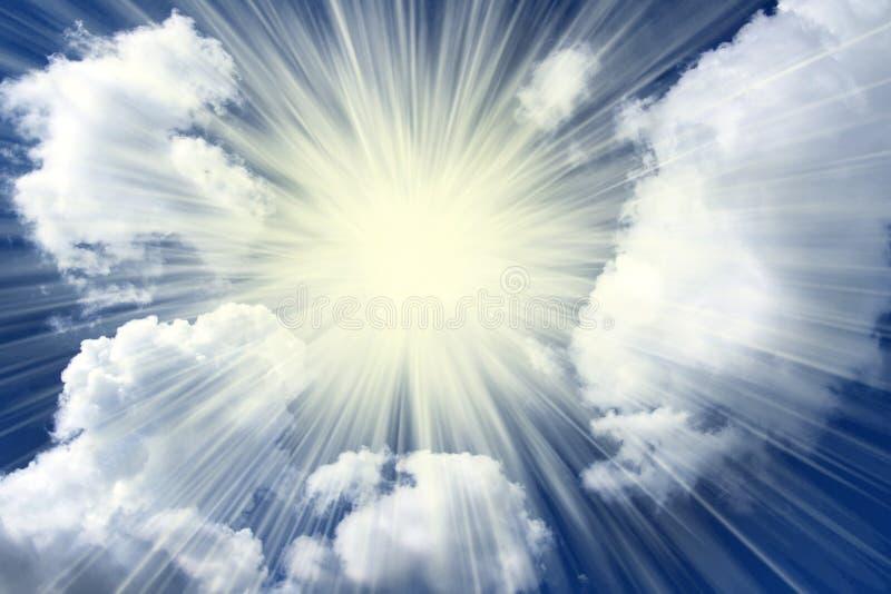 Nuages de rayon de soleil photographie stock libre de droits