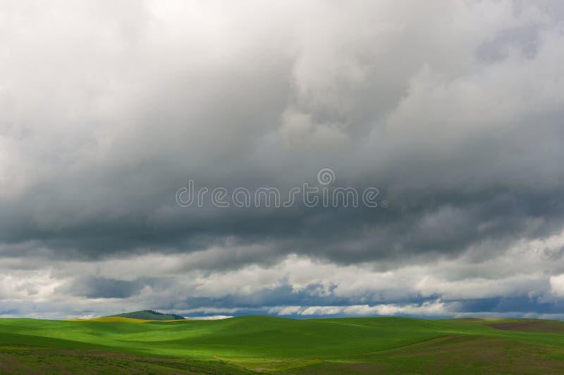 Nuages de tempête image stock
